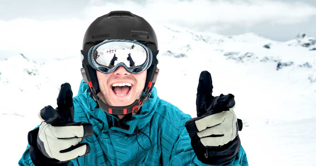 Excited guy wearing a Snowtide smart helmet for skiiers and snowboarders