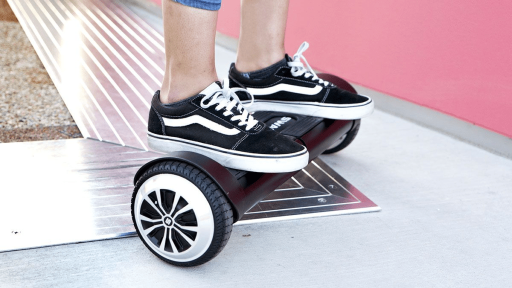 Close-up of someone standing on the swagBOARD T8 Duro hoverboard.
