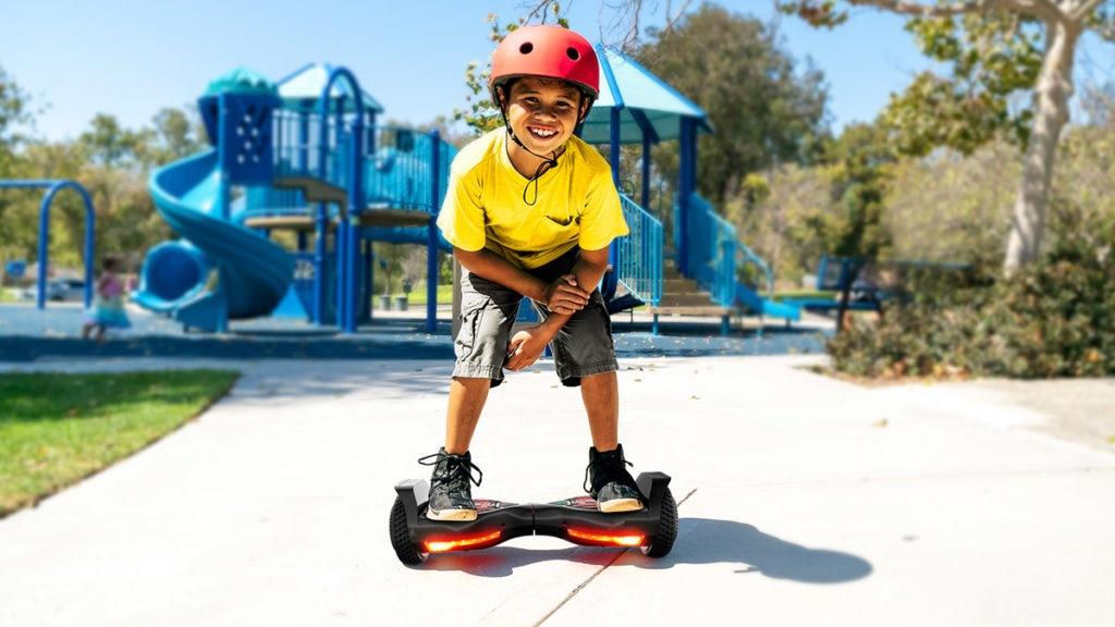 Kid squatting down while riding his swagBOARD T580 Twist