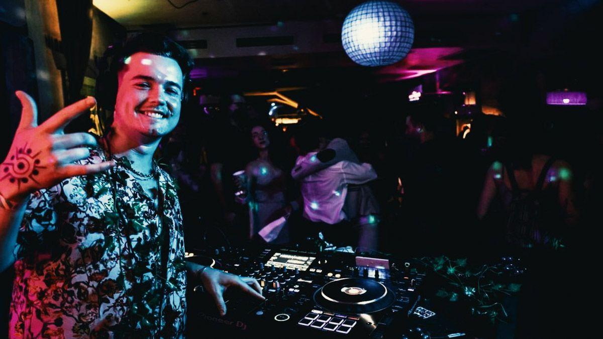 DJ Liquid Candi DJing a club